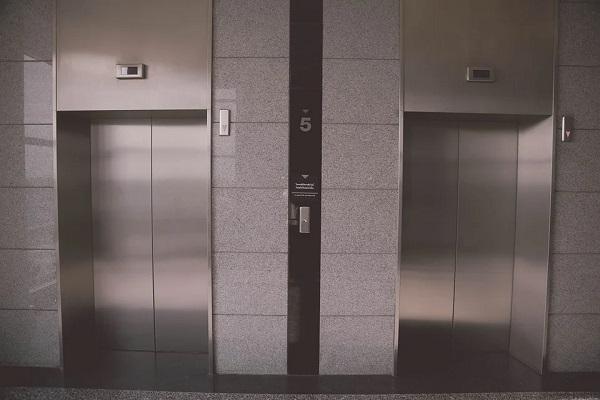 Installazione di un ascensore in un condominio: consigli e normative